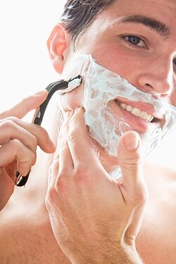 borotválkozik